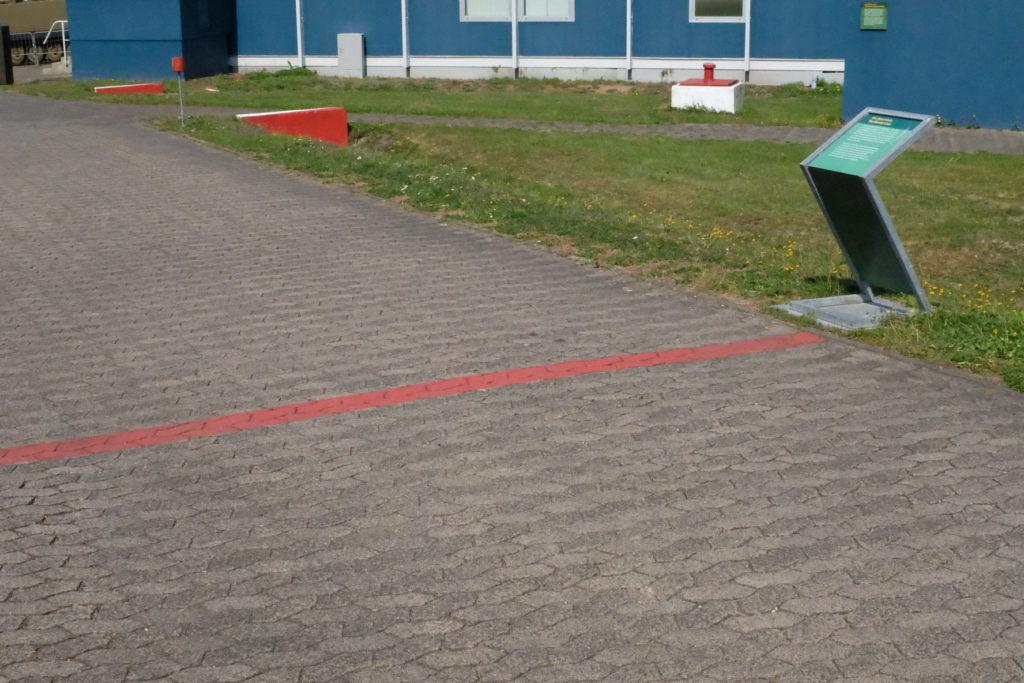 Grünes Band und rote Linie