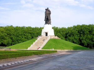 Berliner Mauerweg Sowjetische Ehrenmal Treptower Park